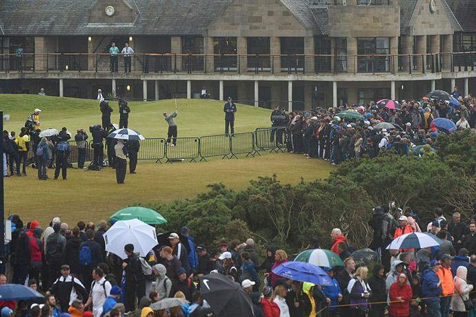 Amateur Paul Dunne failed to keep up with the leaders on Monday.