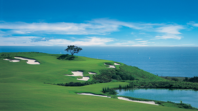 The 17th hole at Pelican Hill's Tom Fazio-designed Ocean North course runs right along the Pacific Coast.