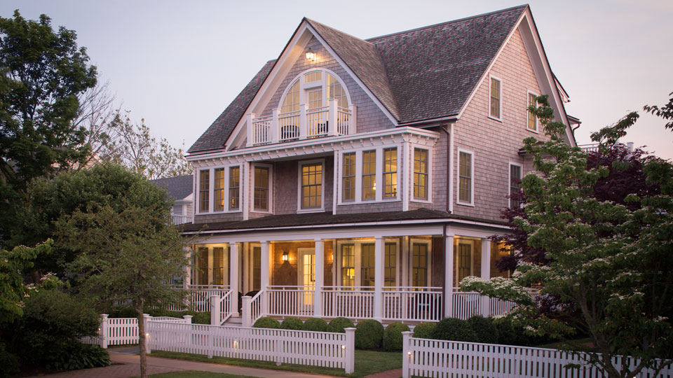 The Captain Collins Cottage is a stone's throw from the Nantucket Sound.