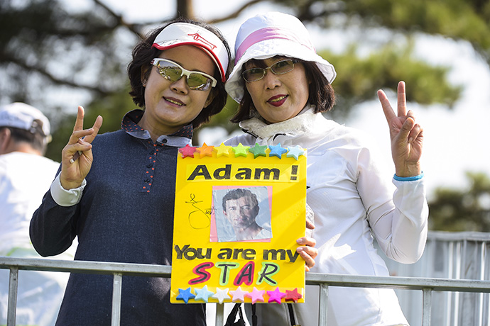 Fans of Adam Scott cheer for him on the fourth hole during practice.