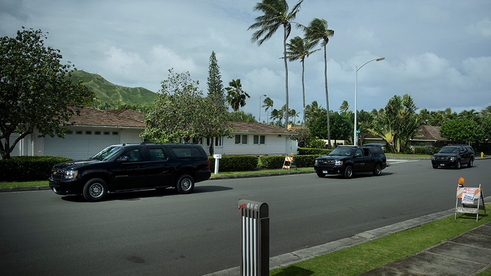 A motorcade with President Barack Obama leaves his vacation home for a golf course on December 19, 2015 in Kailua, Hawaii.