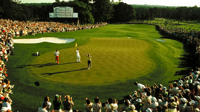 Jack Nicklaus wins the 1986 Masters for the record-breaking sixth time on the 18th green.