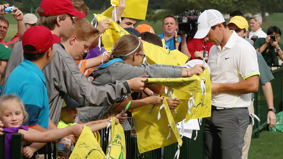 Looking to get an autograph from Rory McIlroy and other stars at the Masters? You can, but you have to know when the best time is.