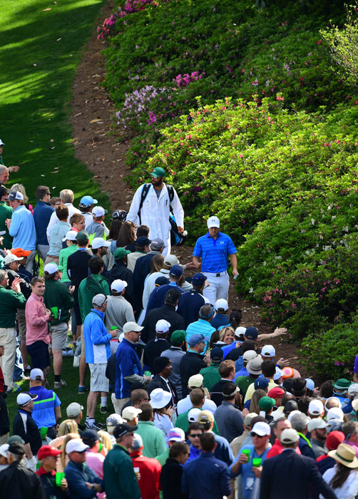 Spieth interacts with fans while walking between holes on Sunday.