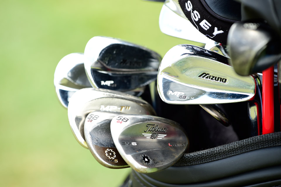During his practice rounds, Jeff Overton was working with a pair of 58° wedges -- a Titleist Vokey Design SM6 with 4° bounce, plus a Titleist Vokey Design SM5 with 8° bounce