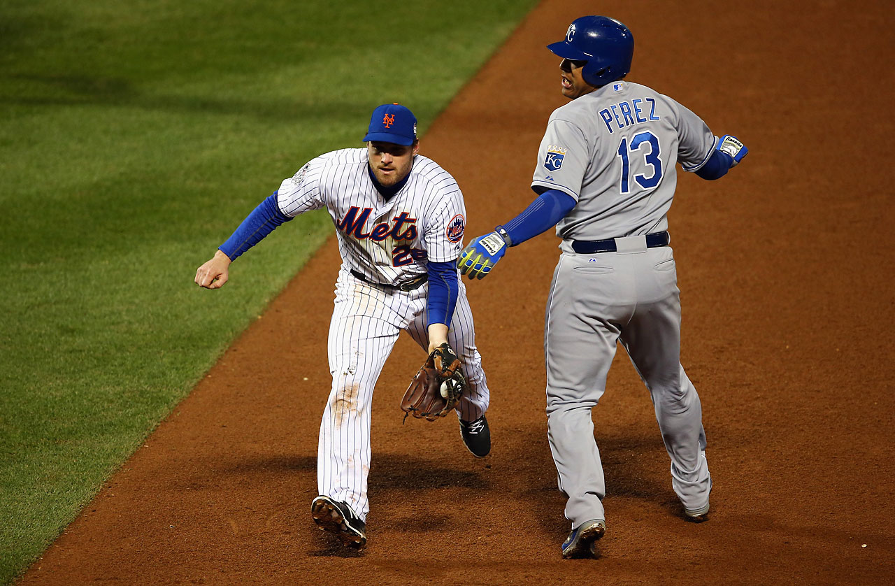 Daniel Murphy flips the ball to first base after tagging Salvador Perez to complete a double play in the eighth inning.