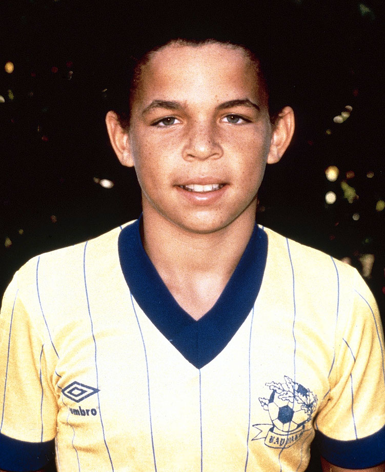 Jason Kidd poses for his childhood soccer team.