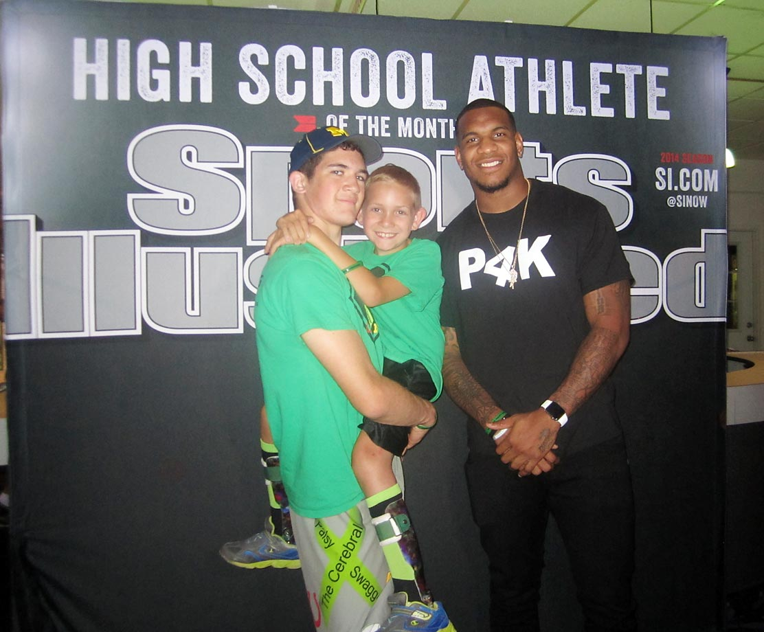 Detroit Lions tight end Eric Ebron, a 2014 first-round draft pick, came out to help honor Hunter as SI's High School Athlete of the Month.