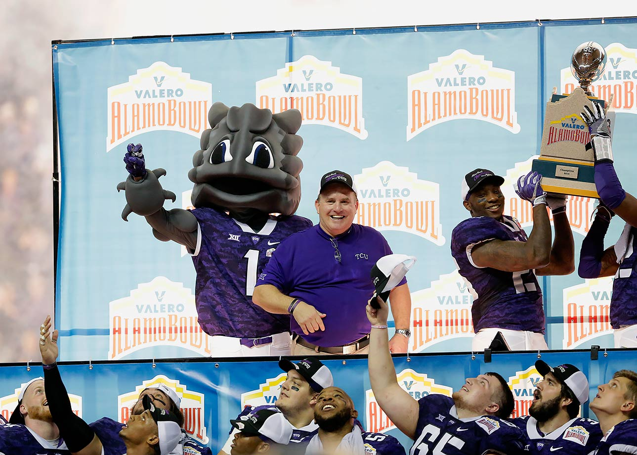 The Alamo Bowl appeared destined to be another postseason blowout, with Oregon leading TCU 31–0 at the half. However, when Ducks quarterback Vernon Adams Jr. went out after a helmet-to-helmet hit, the Horned Frogs sprung to life. TCU ripped off 31 unanswered points in the second half—behind quarterback Bram Kohlhausen's 396 total yards (351 passing, 45 rushing) and four touchdowns—before going on to win 47–41 in triple overtime. What sparked the incredible comeback? Well, Horned Frogs coach Gary Patterson changed from his black shirt into a purple shirt at halftime.