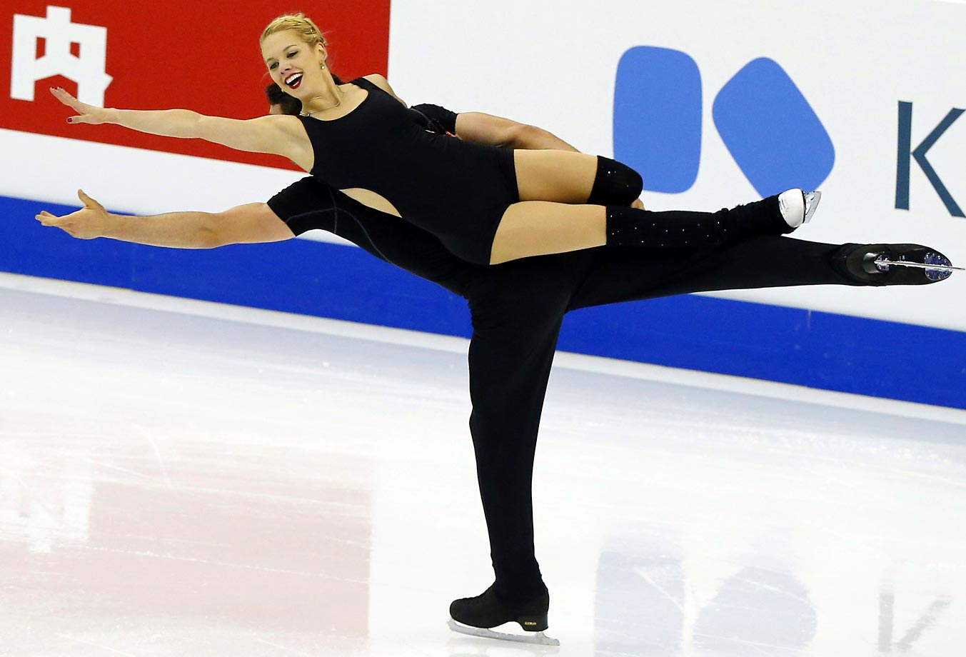 Alexa Scimeca and Chris Knierim of the United States practice at the ISU World Figure Skating Championship in Shanghai.