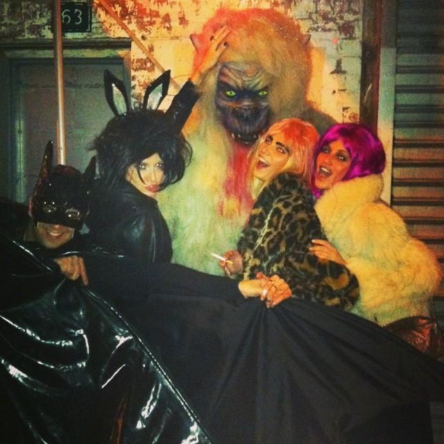 #TBT best helloween ever! NYC-2011 @helder_marques @adricaye @alineweber_real #queriaestarla #chatiada emoji