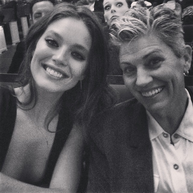 My mom and I loving @glamourmag #womenoftheyear awards. (We both totally cried) Also with a perfect photobomb by @cocorocha