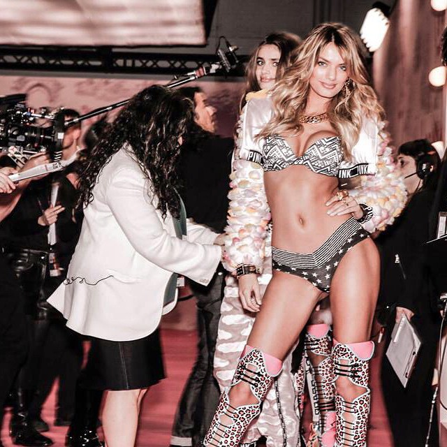 Don't forget to tune in 10pm on CBS for the Victoria's Secret fashion show 2014!! #VsFashiomShow