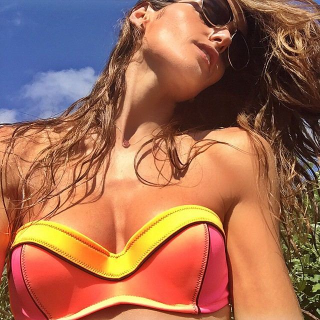 Let vacation begin!!! Summer colors!!  #bikinilife #swimsuit #victoriassecret #summer #vacation #puntadeleste #fun #friends #goodtimes @victoriassecret