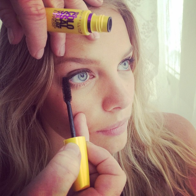 Using my favorite mascara today on set @maybelline @victoriassecret @colleencreighton #maybelline #maybellinegirl #mascara