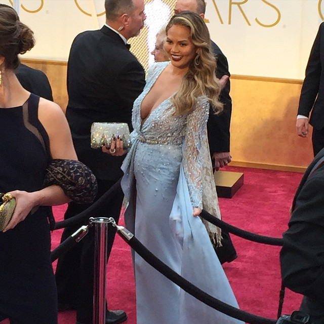 "Hi @chrissyteigen! She's supporting hubby John Legend who's nominated for his song ""Glory"" tonight. #oscars"