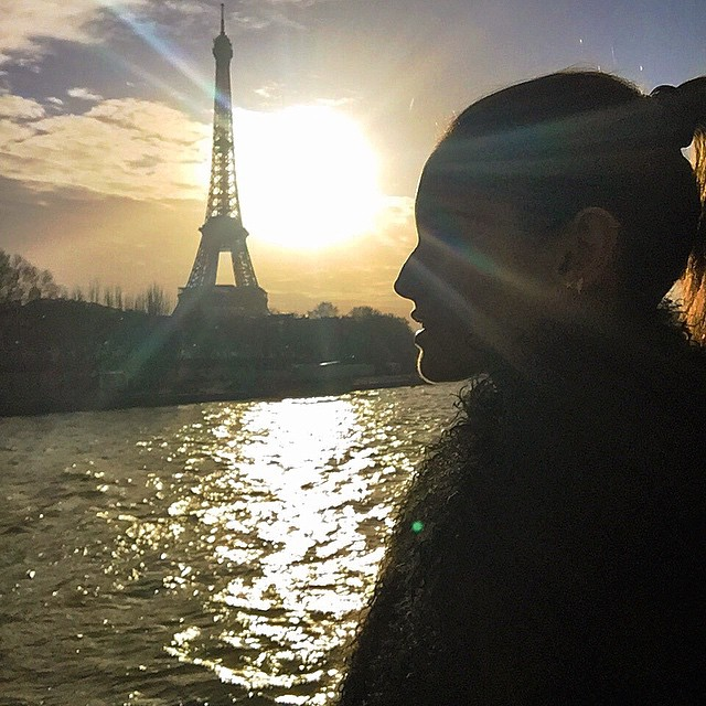 Hello Paris... Let fashion week begin!! Olá Paris... A semana de moda começou!! #paris #sunset #myview #luckgirl #sundayfunday #eiffeltower #pfw15