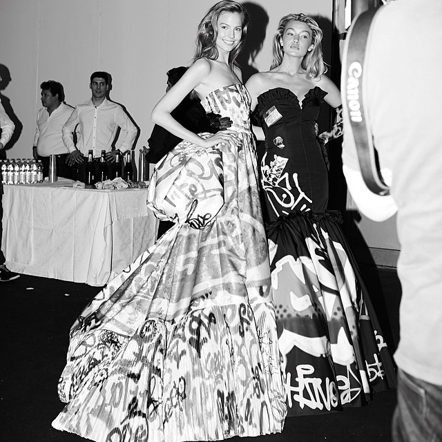 Oh, how soo throwback-backstage of us!! @moschino