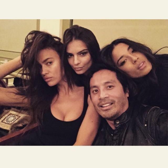 Yep. I am the luckiest man on earth to be sandwiched between these #sexy girls of @si_swimsuit @irinashayk @iamjessicagomes @emrata