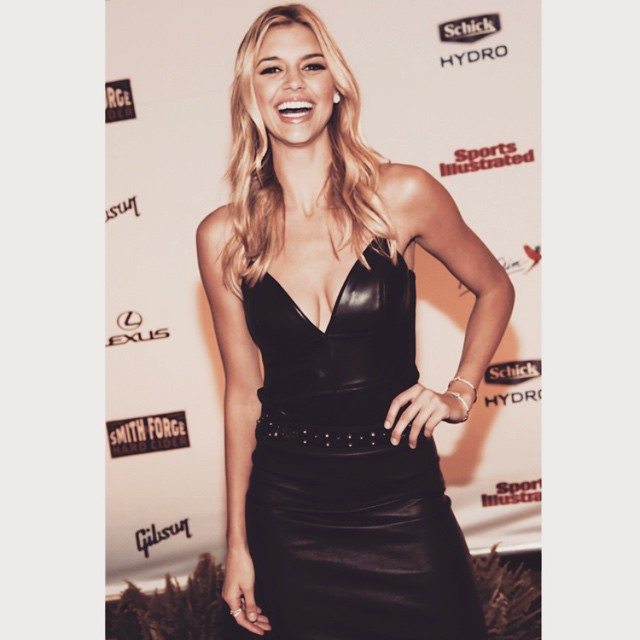 #tbt to Nashville with @si_swimsuit wearing @forevermarkdiamonds thanks for sending me this pic @gettyimages