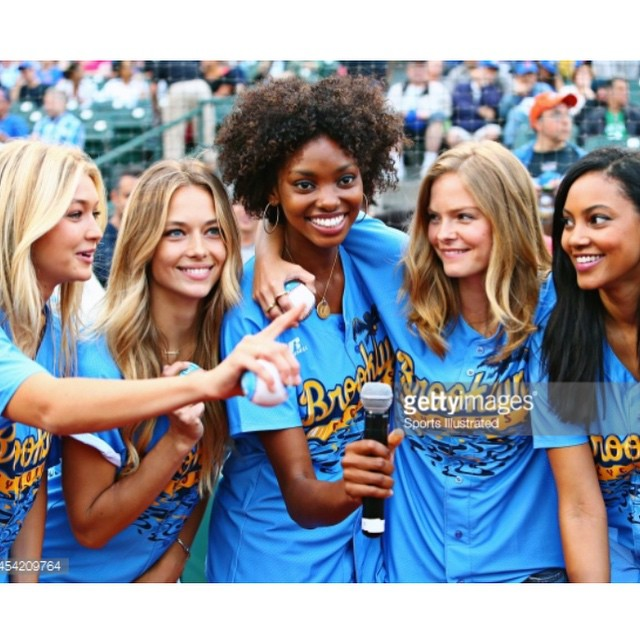 #throwback ! (no pun intended) with these chickas ! #Baseball #BrooklynCyclones #tbt @si_swimsuit @gigihadid @adaoraakubilo @jesslperez @1arielmeredith