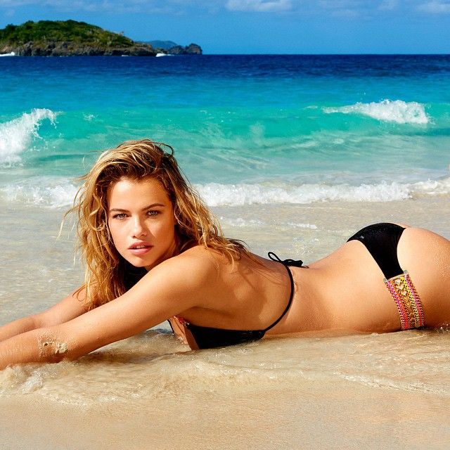 Baby girl @haileyclauson in summer's most wanted | 'Belize Beauty' #beachbunnyswim #yutsaiphoto #beauty