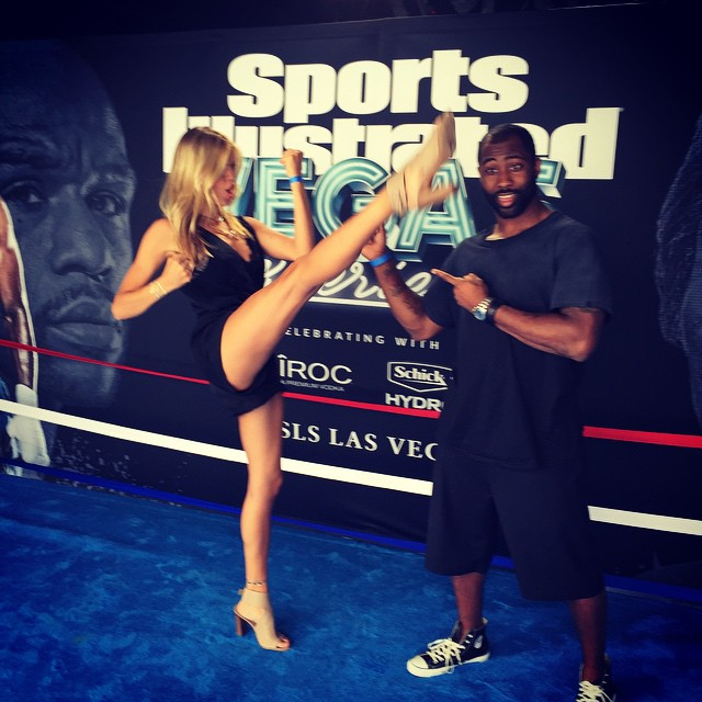 It's fight time @darrellerevis24 @si_swimsuit