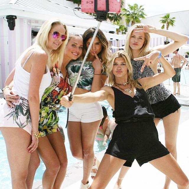 #SquadGoals now back to real life @si_swimsuit #sivegasexperience @genevievemorton @hanni_davis @kellyrohrbach @haileyclauson @kbhendrix @si_cstone @karencarpk @hillarydrezner