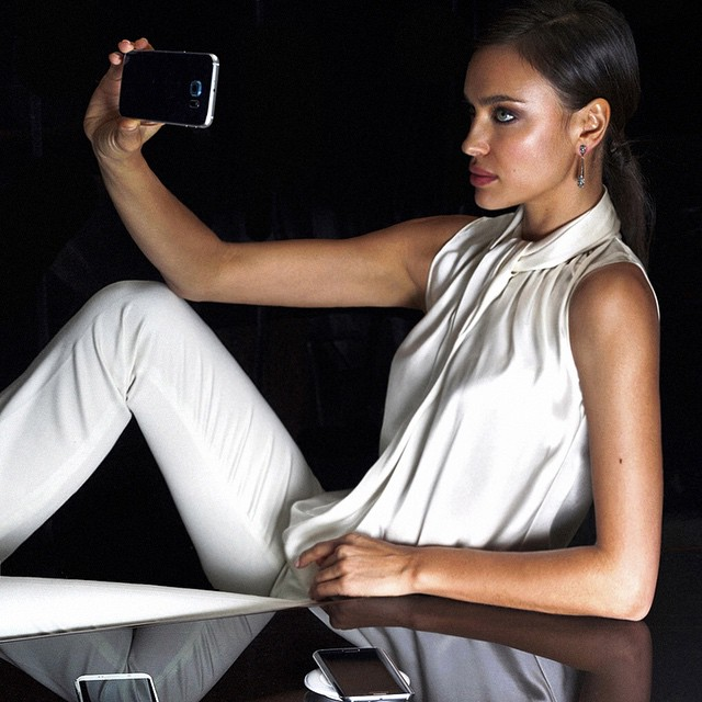 Caught in the act..Selfie for @samsungmobile ! @irinashayk @voguemagazine @tommunrostudio @2bmanagement #samsungmobile #samsunggalaxys6 #samsunggalaxys6edge #galaxys6 #galaxys6edge