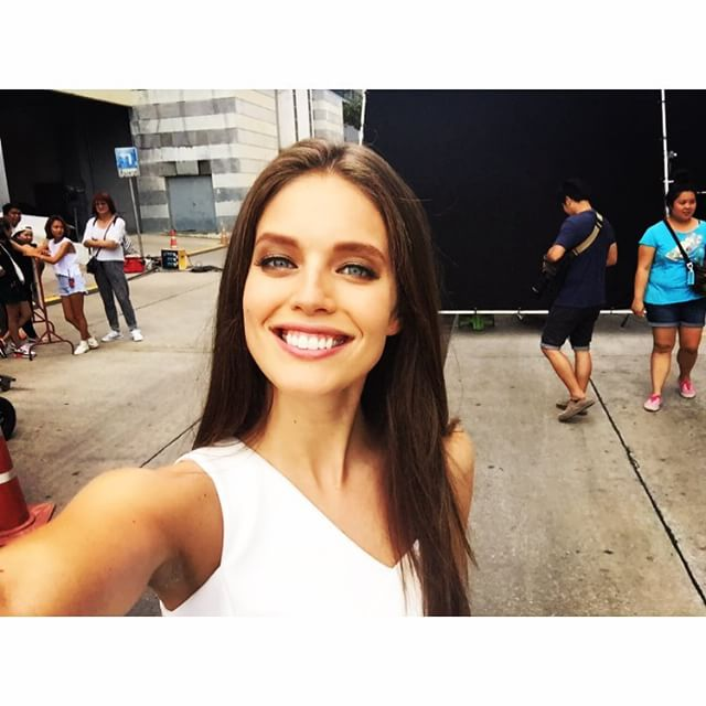 Hiiiiii from set! #Bangkok #thailand @maybelline