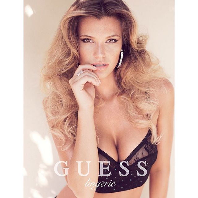 #WCW @samanthahoopes_ for @GUESS Lingerie Campaign shot by @VictorDT10 #makeup: @allanface #hair: @palomanegvrzd #stylist: @toshyanez Creative Director: @paulmarciano #samanthahoopes #guess #guessgirl #guesslingerie #sexy #campaign #freshfaced #golden #allanface
