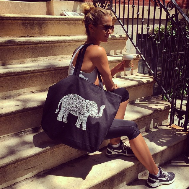 Wearing my dialogue elephant bag to help support @thedialogueprojects goal to help support mental health organizations and create awareness -- To get your own, go to www.dialogueprojects.com