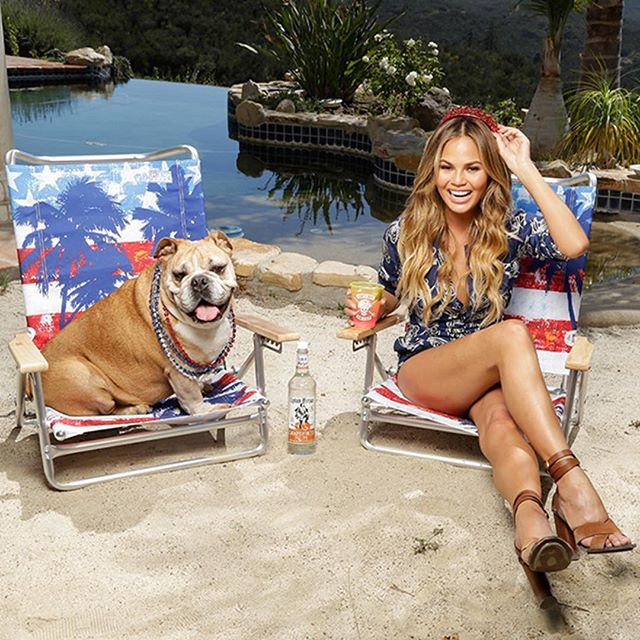Happy 4th everyone! Make yourself this yummy drink to get into the freedom spirit - 1.5 oz @CaptainMorganUSA Grapefruit Rum and soda to top. Cheers! #SunsOutRumsOut #Spon