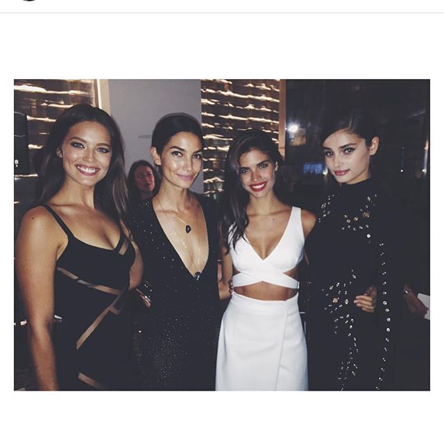 Brunette babes congrats @taylor_hill #fashionmediaawards @sarasampaio @lilyaldridge