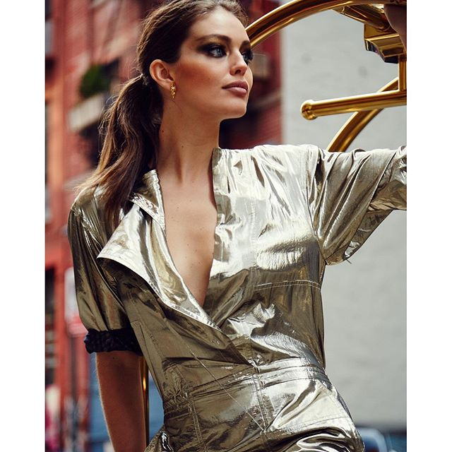 Gold n' bold today in New York on set with #maybelline star2dizzystar2starcrescent_moonsparkleszap #maybellinegirls photo by @salessi #BTS @charlottewillermakeup @charlesvarenne @kennalandny @raisingkaned @kaciemalaney