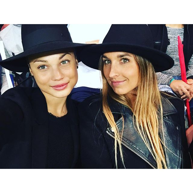 Hat game strong @alicearutkin #Paris