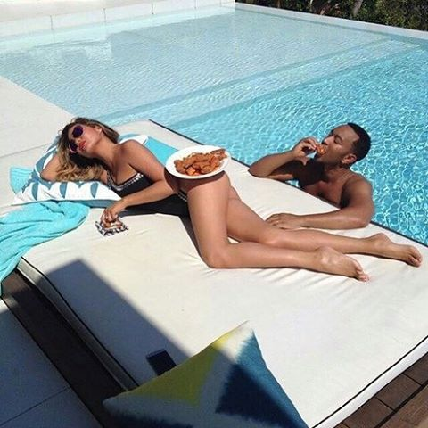 Gotta work for it @chrissyteigen @johnlegend #mondaymotivation #gimmedat #lovers