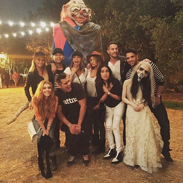 HAYYYYYYYYYYYYY @jenatkinhair @mrmikerosenthal @allanross @rrari_5000 @cash_warren @jessicaalba thank u for having us @lahauntedhayride!