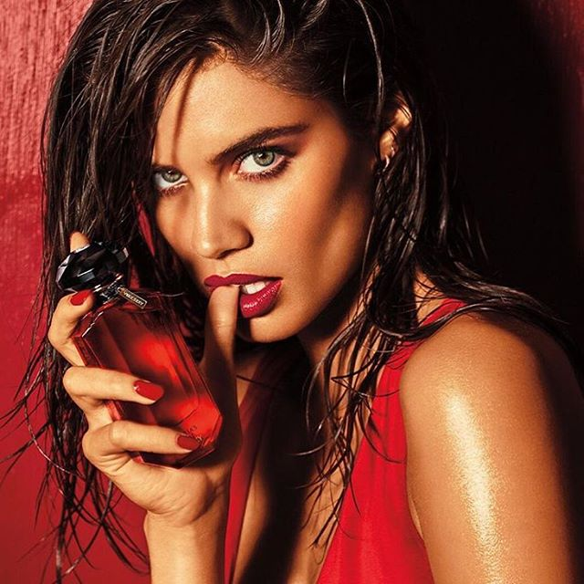 So excited to show you guys my new @victoriassecret fragrance #verysexy