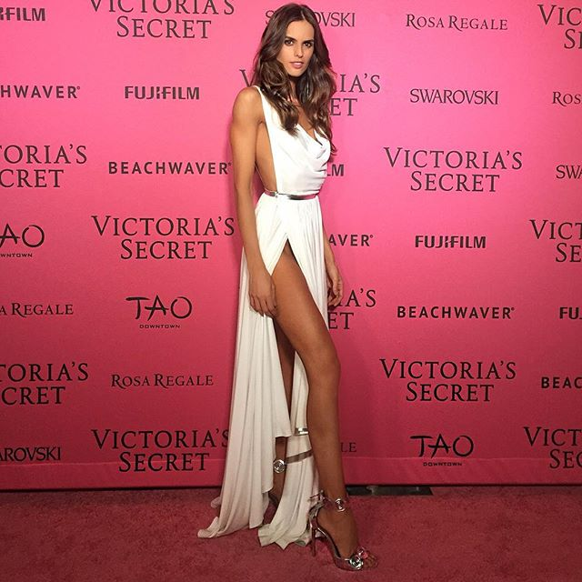 On @victoriassecret Pink Carpetrevolving_hearts Wearing @azzedinealaiaofficial from Head to toe!! Thank you Alaïa for this stunning dress! Pink carpet #vsfashionshow Obrigada @azzedinealaiaofficial pelo lindo vestido #inlove ! #nyc #vsfashionshow #pinkcarpet #afterparty #dress #azzedinealaia #icanseeyou