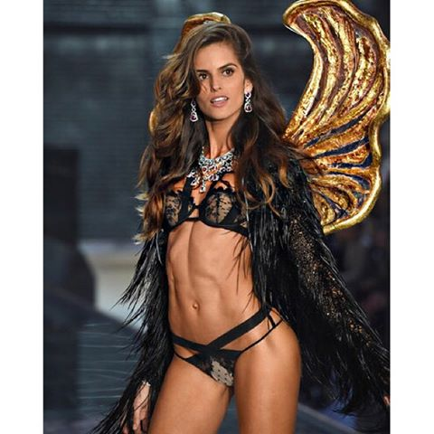 The #vsfashionshow was magnificent !! Thank you @ed_razek Monica Mitro and the entire @victoriassecret team!! O #vsfashionshow foi magnífico!!! Obrigada ED, Monica e toda a equipe #victoriassecret !! #magic #unique #runway #BodyByIza #11th #victoriassecret #fashionshow #thankful