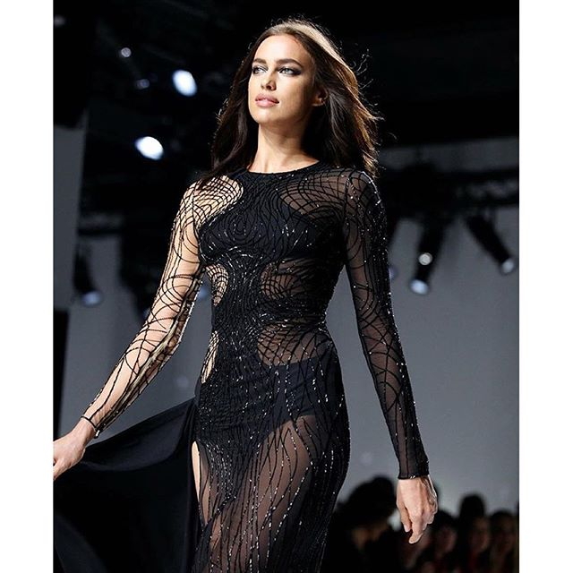 @irinashayk looked stunning in sheer at @versace_official Sunday