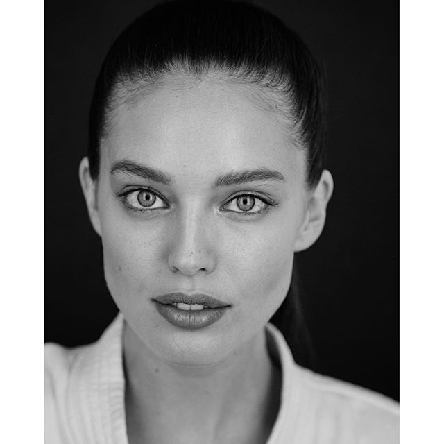 No makeup-makeup moment with @salessi makeup by @wendyrowe hair by @benskervin #maybellinegirls #BTS @maybelline