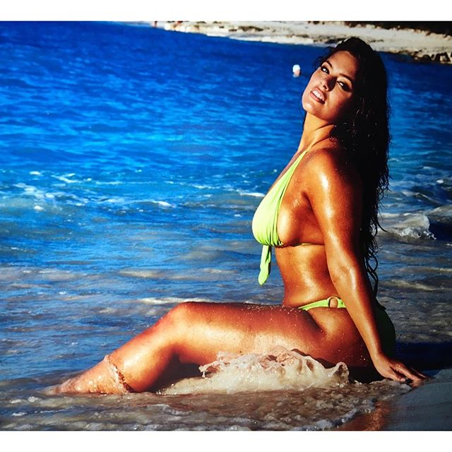 Raw image from @si_swimsuit #siswim