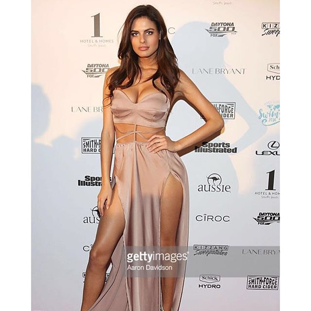 #tbt #redcarpet Dress by my sis @mystical_by_maja_krsmanovic And thank u for voting for me, today is a last day to choose Rookie of the year @si_swimsuit