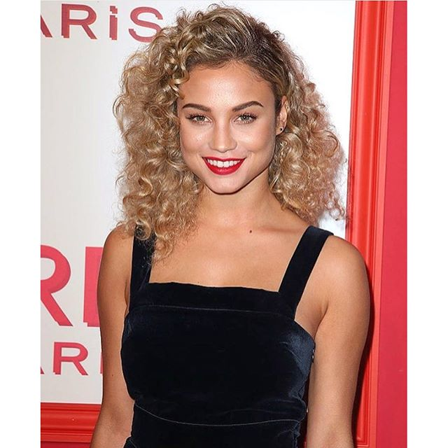 All smiles last night at the @lorealmakeup @lorealhair Red Obsession Party! Thanks for having me #Loreal