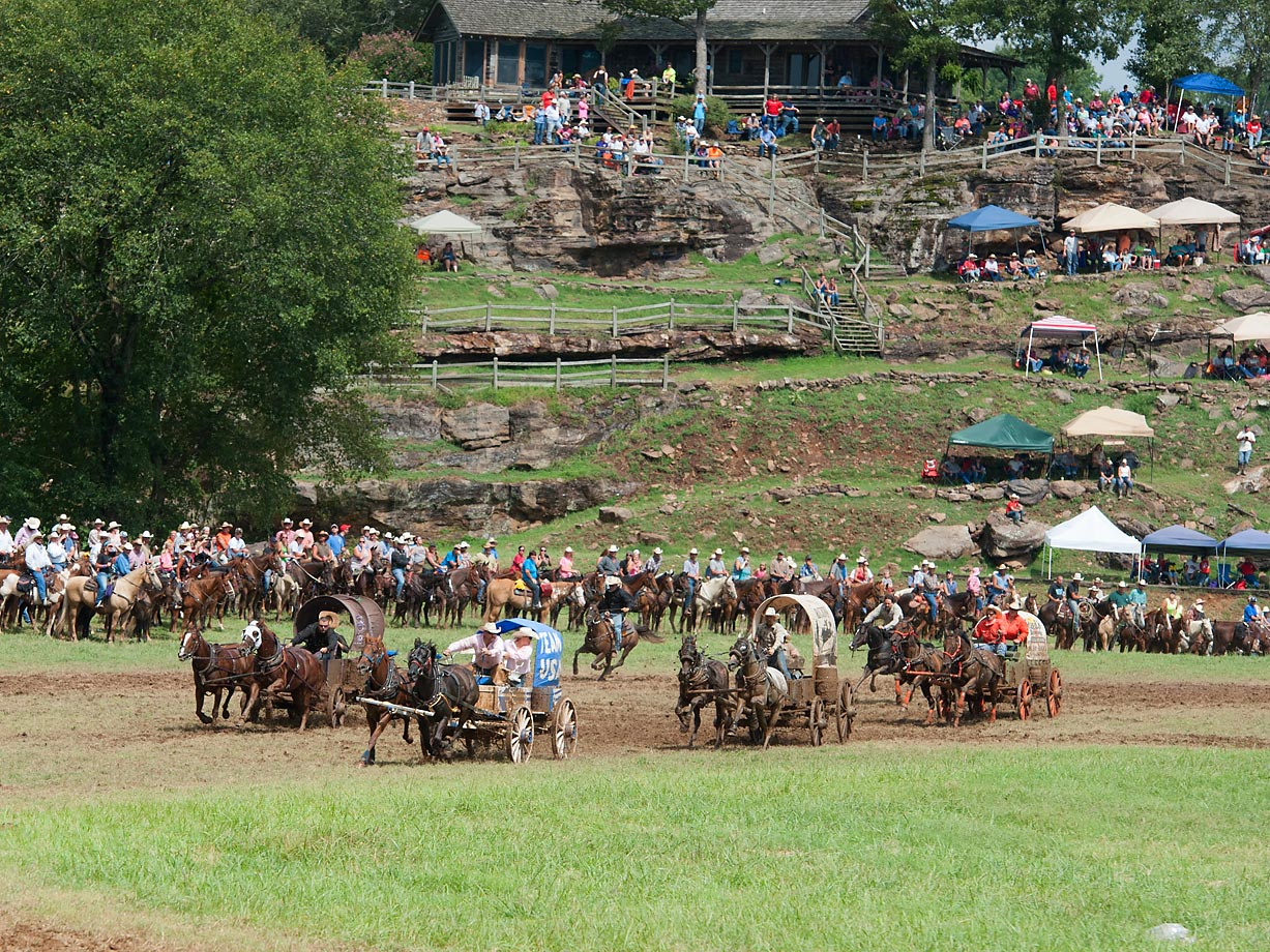 Team USA leads the field in the Classic Wagon races into the first turn.