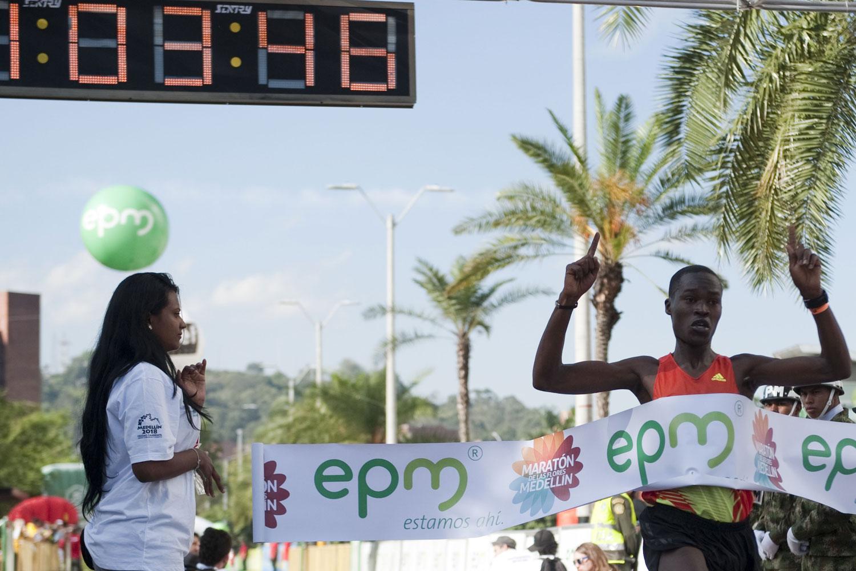 Kenyan runner Julius Kipyego Ketter crosses the finish line to win Medellin's Flowers Half-Marathon in the Colombian city of Medellin.