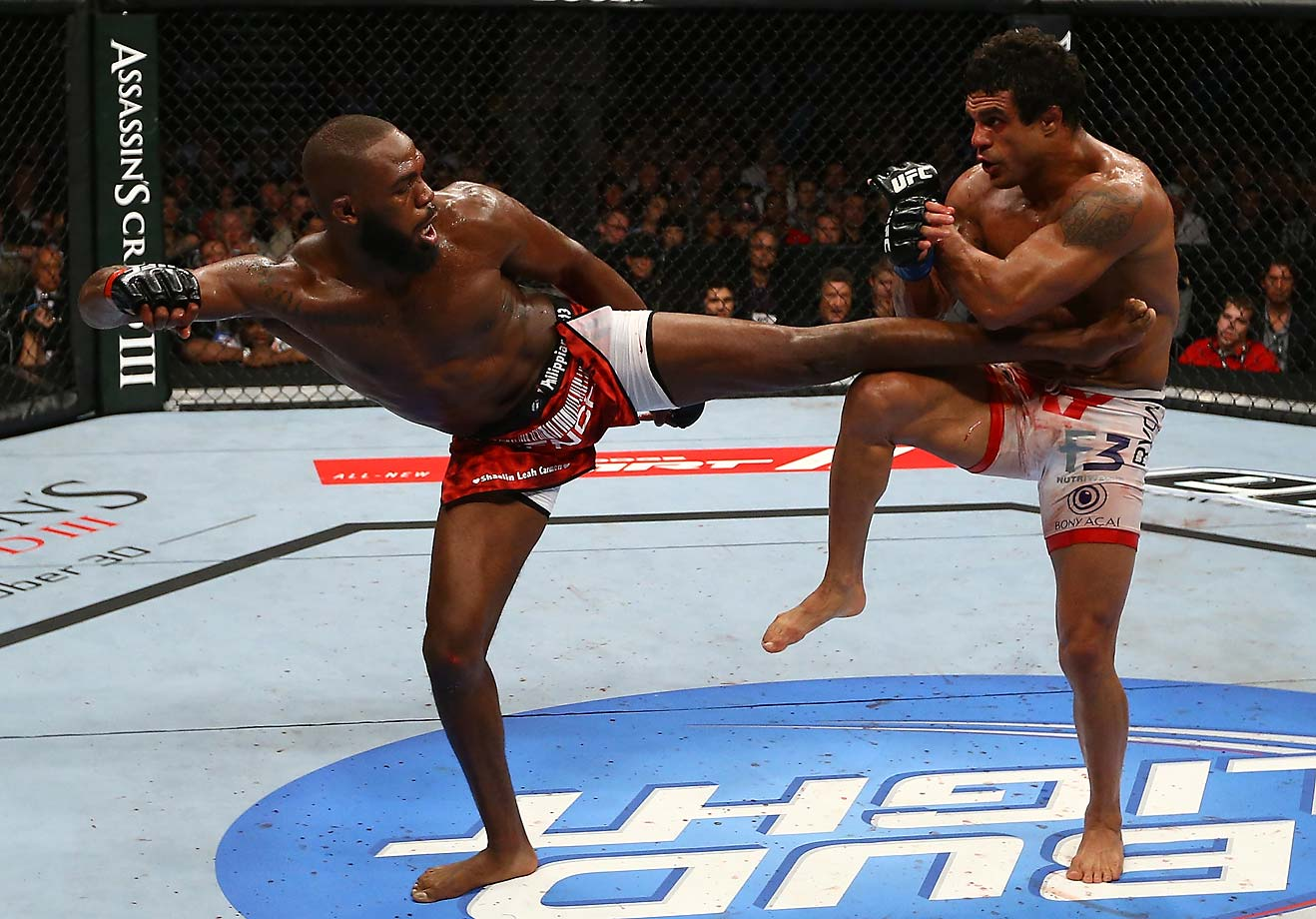Jones lands a forceful kick to the body during the main event of UFC 152 against Vitor Belfort.