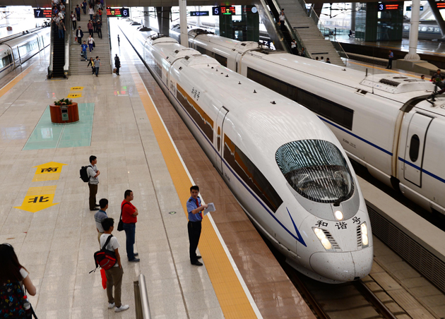 The first high-speed train between Zhengzhou and Wuhan runs into the Wuhan Railday Station in September 2012 in Wuhan. It reduces the time between cities from four and a half hours to just two.